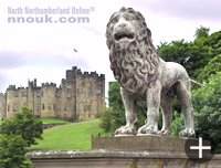 A lion on the bridge in front of Alnwick Castle.
